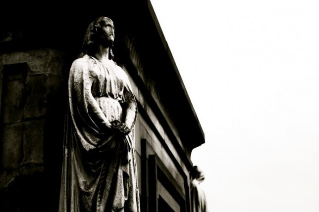 Photo of statue from the Glasgow Necropolis