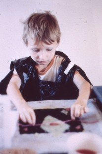 Participant in Coo Geller and Sharon Dipity's papermaking workshop, Castlemilk Womanhouse, 1990. Photograph by Rachael Harris. Glasgow Women's Library collection. © Glasgow Women's Library