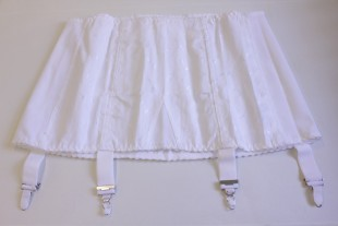 Girdle with suspender clips