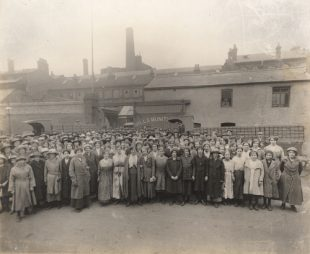 Mills Munitions Workers. Credit: Library of Birmingham