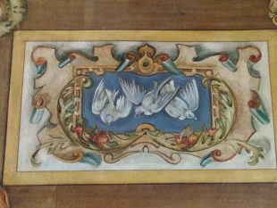 Motif of Three Doves – taken from painted ceiling at Riddle's Court. Credit: Riddles Court