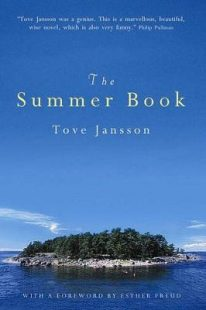 Book cover of The Summer Book by Tove Jannson. It shows a small island surrounded by blue sea and sky