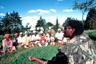 WAngari Maathai with women - Open the Door 2020