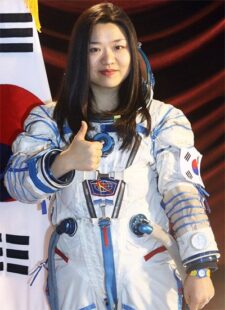 Dr. Sohyeon Yi doing a thumbs-up in her space suit.